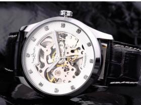腕表机芯类型:机械表和石英表