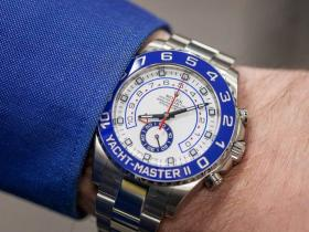 为您温暖推荐三款适合冬季度假的腕表
