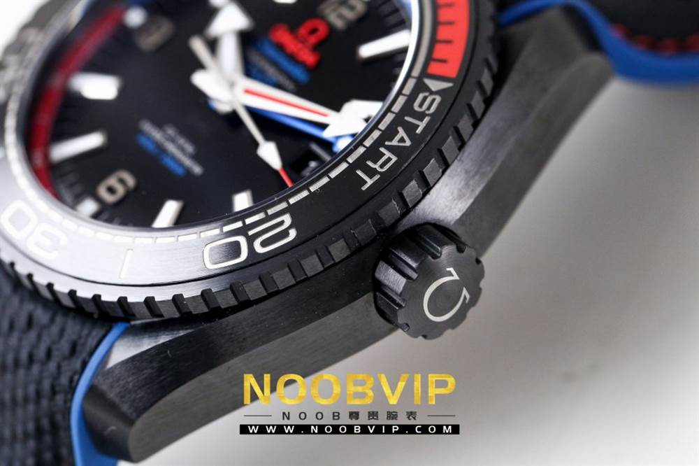 VS复刻欧米茄海马系列腕表采用新西兰国旗色调的蓝色和红色装饰 第23张