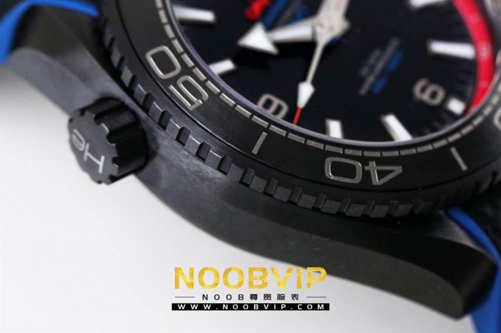 VS复刻欧米茄海马系列腕表采用新西兰国旗色调的蓝色和红色装饰