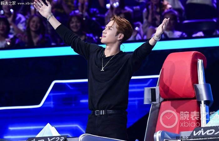 王嘉尔戴这腕表RAP的非常好的歌手 第2张