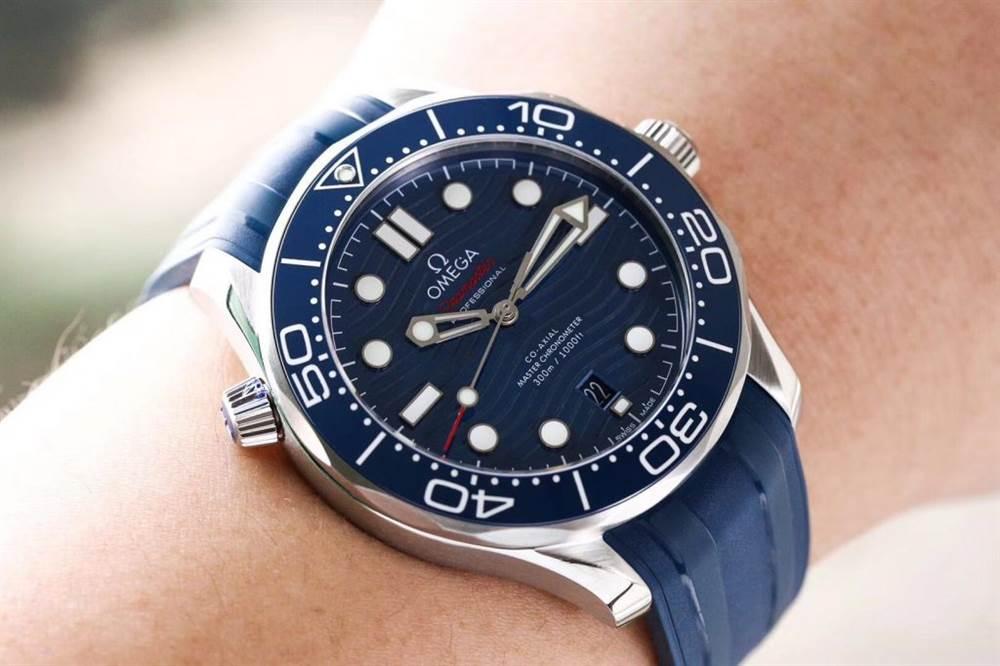 VS厂欧米茄海马300米潜水表首发详解 第4张