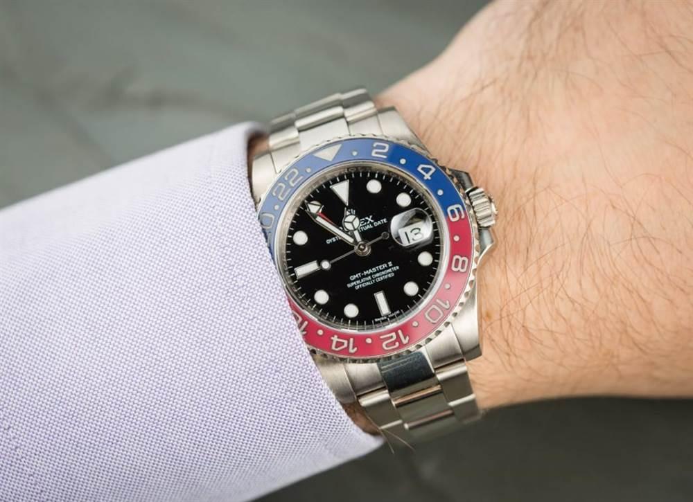 沉迷于白金劳力士运动手表